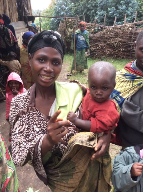 Batwa femme et enfant